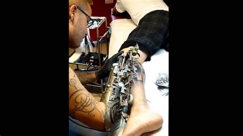 robot tattoo machine youtube the world first tattooing prosthetic arm youtube