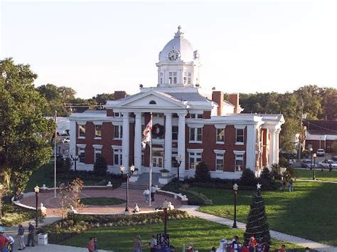Which Is Better Rooms To Go Or City Furniture - the historic courthouse in beautiful downtown dade city is