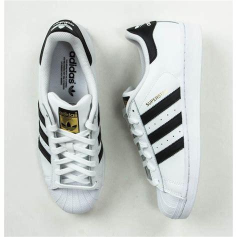 Sepatu Olahraga Adidas Superstar Foundation Pack White Black Original adidas originals superstar foundation pack white black c77124 sneaker shoes sepatu pria elevenia