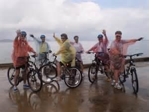 Jaket Parasut Untuk Bersepeda tips bersepeda di musim hujan polin s x cycle club