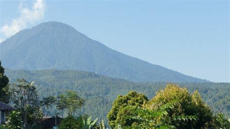 emirates mount agung threat level at highest level for bali volcano travelpulse