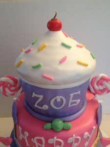 happy birthday zoe  cupcake cake fit   princess cakes  cathy chicago
