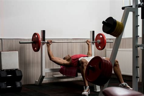 build bench press watchfit build up your chest mass bench press vs