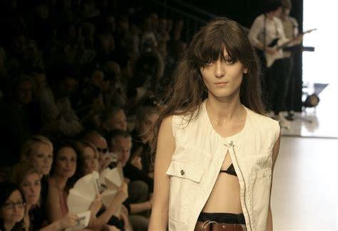 Irina Lazareanu To Model Kate Moss For Topshop Collection by Irina Lazareanu Mannequin Tendances De Mode