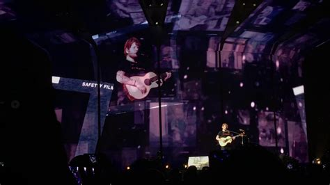 ed sheeran live in singapore 2017 yes your favourite ed sheeran photograph live in singapore 2017 youtube