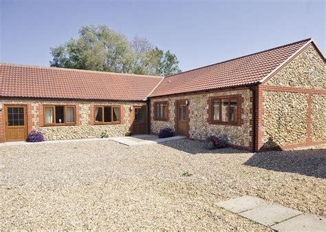 norfolk cottages friendly hadleigh farm barn ashwicken norfolk friendly