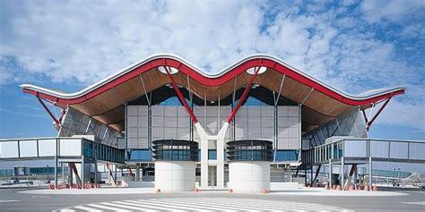 Motorradverleih Mallorca Flughafen by Flughafen Madrid Spanien