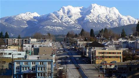 best small towns in canada canadian towns to visit worst and best cities in canada to live in 2014