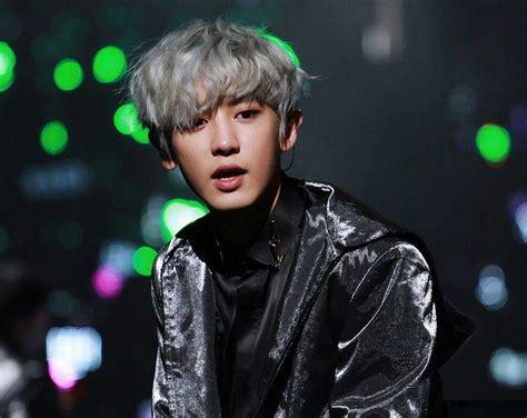 chanyeol long hair chanyeol s hair is grey again k pop amino