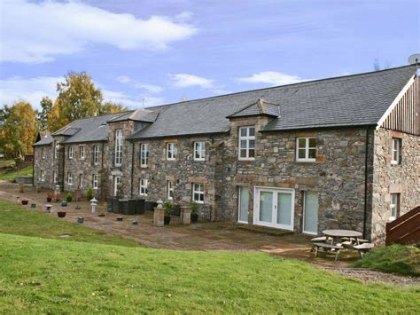 Cottages In Loch Ness by 3 Bedroom Cottage In Ballindalloch Friendly Cottage