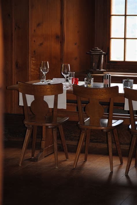 Kursi Kayu Restoran gambar meja kayu kursi lantai restoran rumah