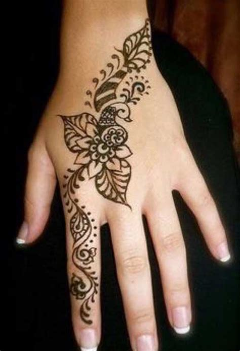 pretty hand tattoos 49 beautiful henna tattoos for