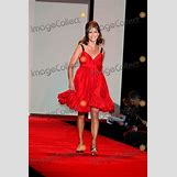 Natalie Morales Red Dress | 400 x 600 jpeg 71kB