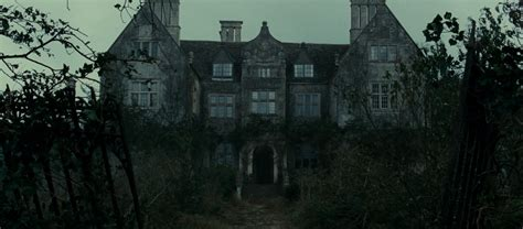 eel marsh house top 5 creepiest horror film locations scifinow the world s best science fiction