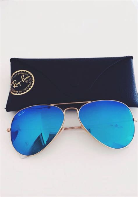 Rayban Original Wayfarers Loving That Eighties Summer Style by 25 Best Ideas About Blue Bans On Blue