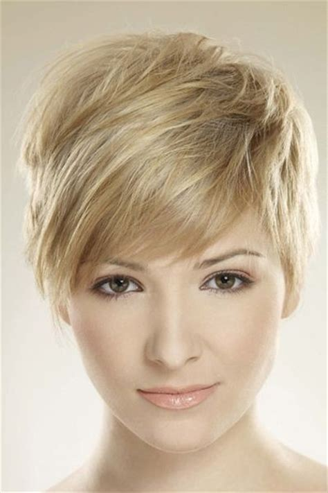 pixie hairstyle with longer sides 26 best short haircuts for long face popular haircuts