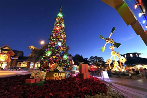 downtown disney christmas tree wdw fan zone