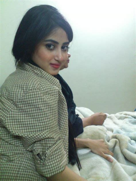 sajal ali without makeup hows she looking without pakistani model sajal ali