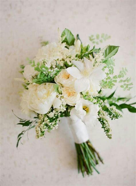 Handbouquet Goldwhite 17 best ideas about bouquet on bouquets white bouquet and flowers