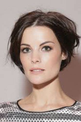 brunette hairstyles for square faces 6 best jaimie alexander short hairstyles pixie bob
