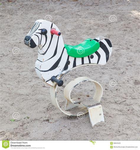 z 232 bre de ressort jouet ext 233 rieur pour des enfants photo stock image 58643425