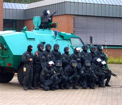 Bewerbung Polizei Bayern Spezialeinsatzkommando Polizei Nrw Infos Zur Bewerbung Ausbildung Und Auswahlverfahren Beim