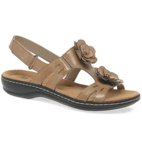 Sandal Wanita Trendy Garsel L 360 clarks leisa claytin womens casual sandals from charles clinkard uk