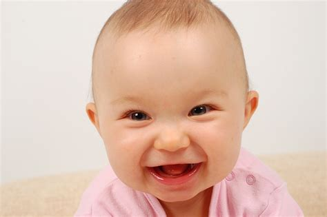 www baby when do babies start smiling age for reflex and social smile