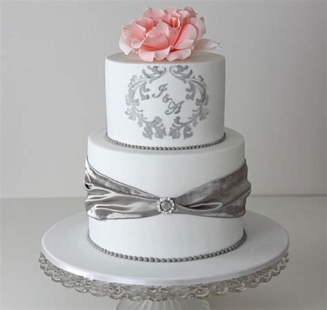 Monogram Wedding Cake by 21 Unique Monogrammed Wedding Cakes Weddingomania