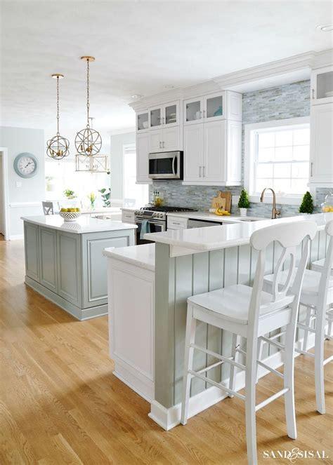 coastal kitchen cabinets best 25 white coastal kitchen ideas on pinterest beach kitchens nautical kitchens with