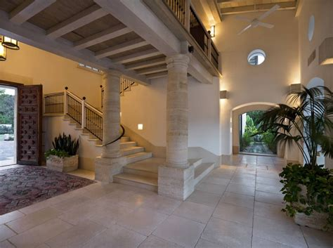 decoracion de pasillos de escaleras una casa mexicana en el extranjero casa sra luz