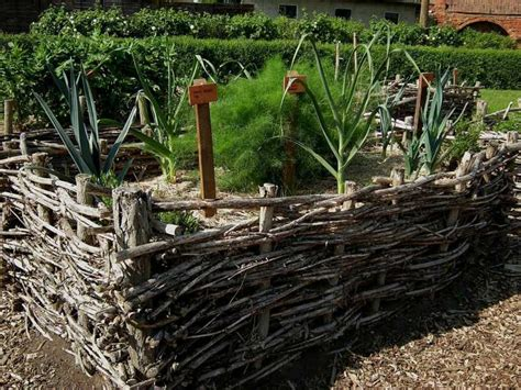 18 Great Raised Bed Ideas Raised Bed Gardening Balcony Raised Garden Bed Fence Ideas