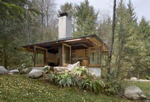 compact river cabin in washington by kundig architects