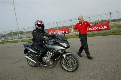 Motorrad Ohne Versicherung Fahren by Ganz Fahren Ohne F 252 Hrerschein Magazin Auto De