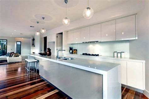 Modern house in Melbourne ? Warm wood tones and neutral