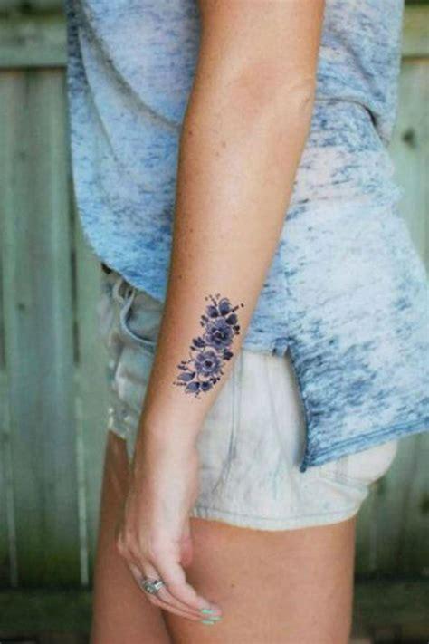 tatouage fleur tatouage sur le c 244 t 233 de l avant bras