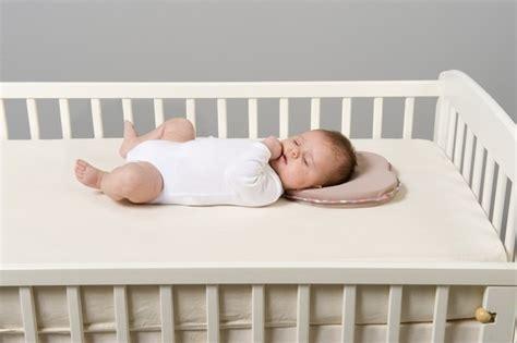 cuscino per dormire in gravidanza prenatal lovenest babymoov il cuscino ergonomico per ridurrei i