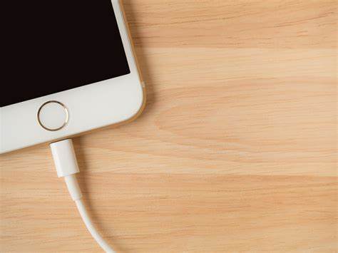 iphone in bathtub man accidentally electrocutes himself by charging iphone