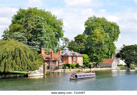 thames river cruise marlow marlow thames stock photos marlow thames stock images