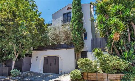 goodwin house ginnifer goodwin and josh dallas selling house in the hollywood hills