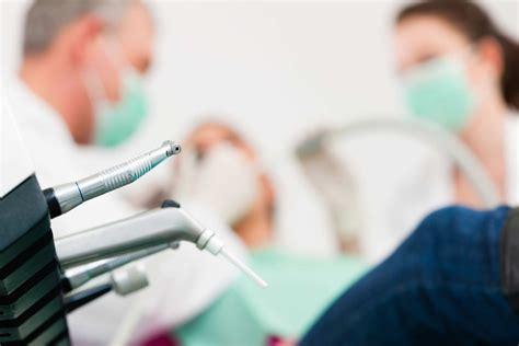 assistente di poltrona dentista salute 1 persona su 2 soffre di ansia da dentista meteo web