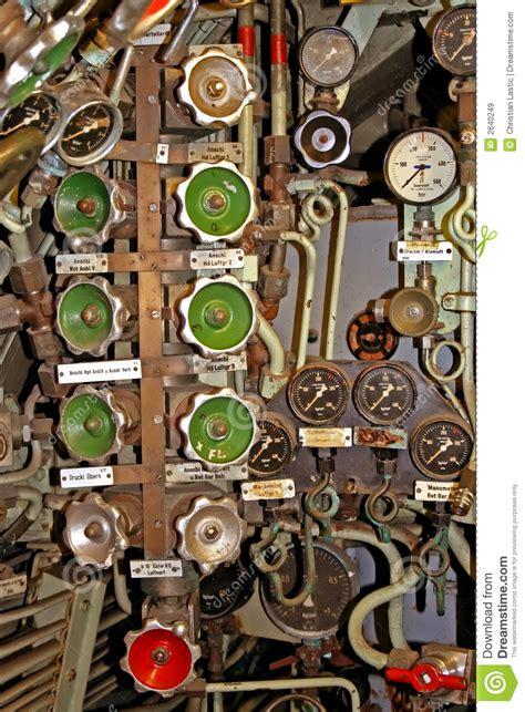 interno di un sommergibile valvole all interno di un sommergibile immagini stock
