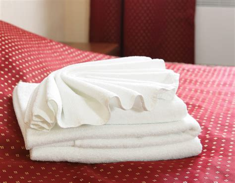 Folding Paper Towels Fancy - decorative towel folding ideas you ll surely want to try