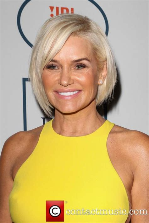 yolanda foster is loving her easy short hair 2014 pre grammy gala grammy salute to industry icons