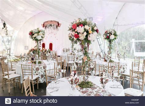 Innenraum einer Hochzeit zelt Dekoration bereit für die