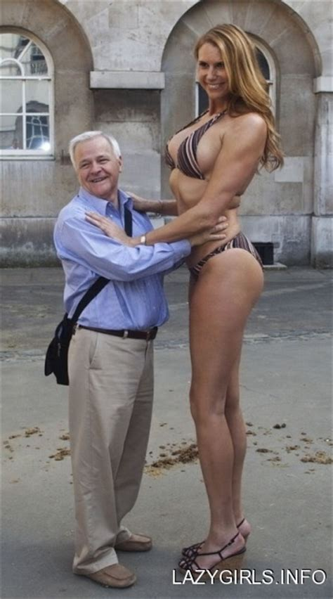 old tall women erika ervin amazon eve world s tallest woman getting
