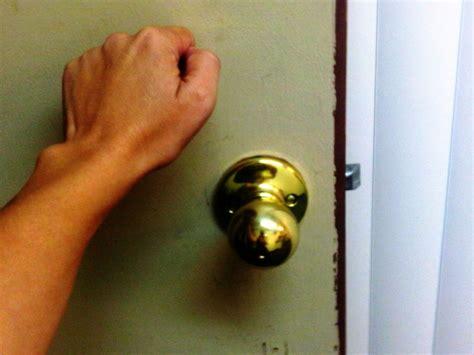 door to door book sales scams now residents warned of door to door scam