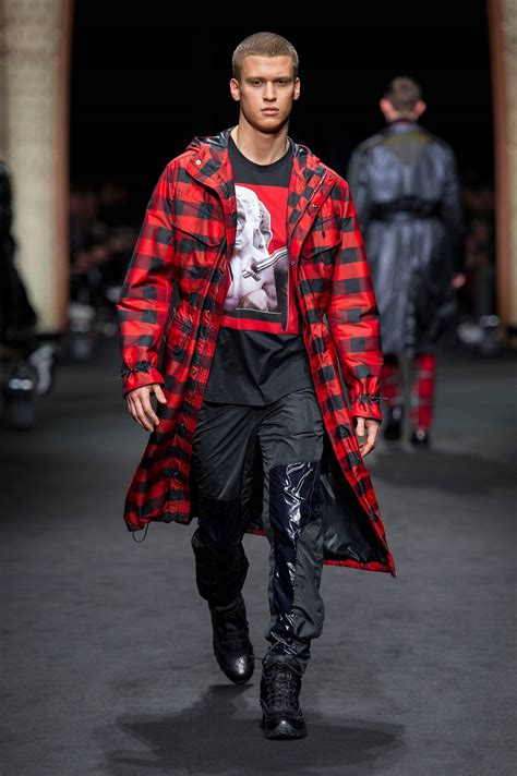 Inspires Mens Fall Fashion by Versace Fall Winter 2017 18 S Collection The Beep