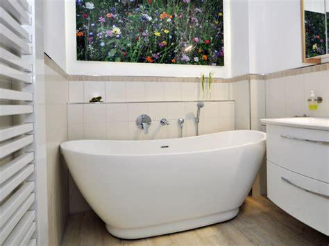 Freistehende Badewanne Sanitas aus Acryl   weiß glänzend