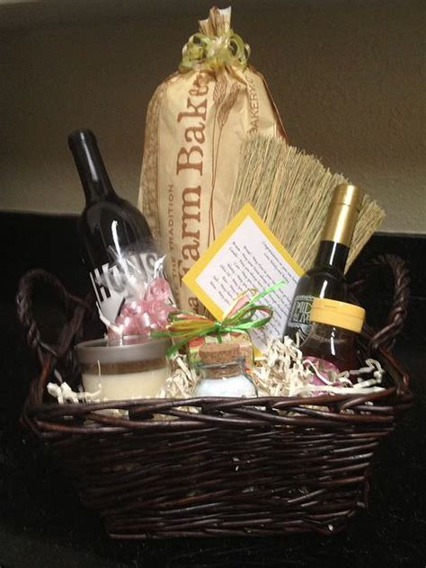 traditional housewarming gifts 1000 images about housewarming for new renters on